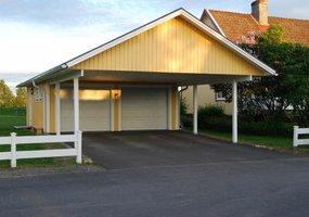 Rejäl carport med garage