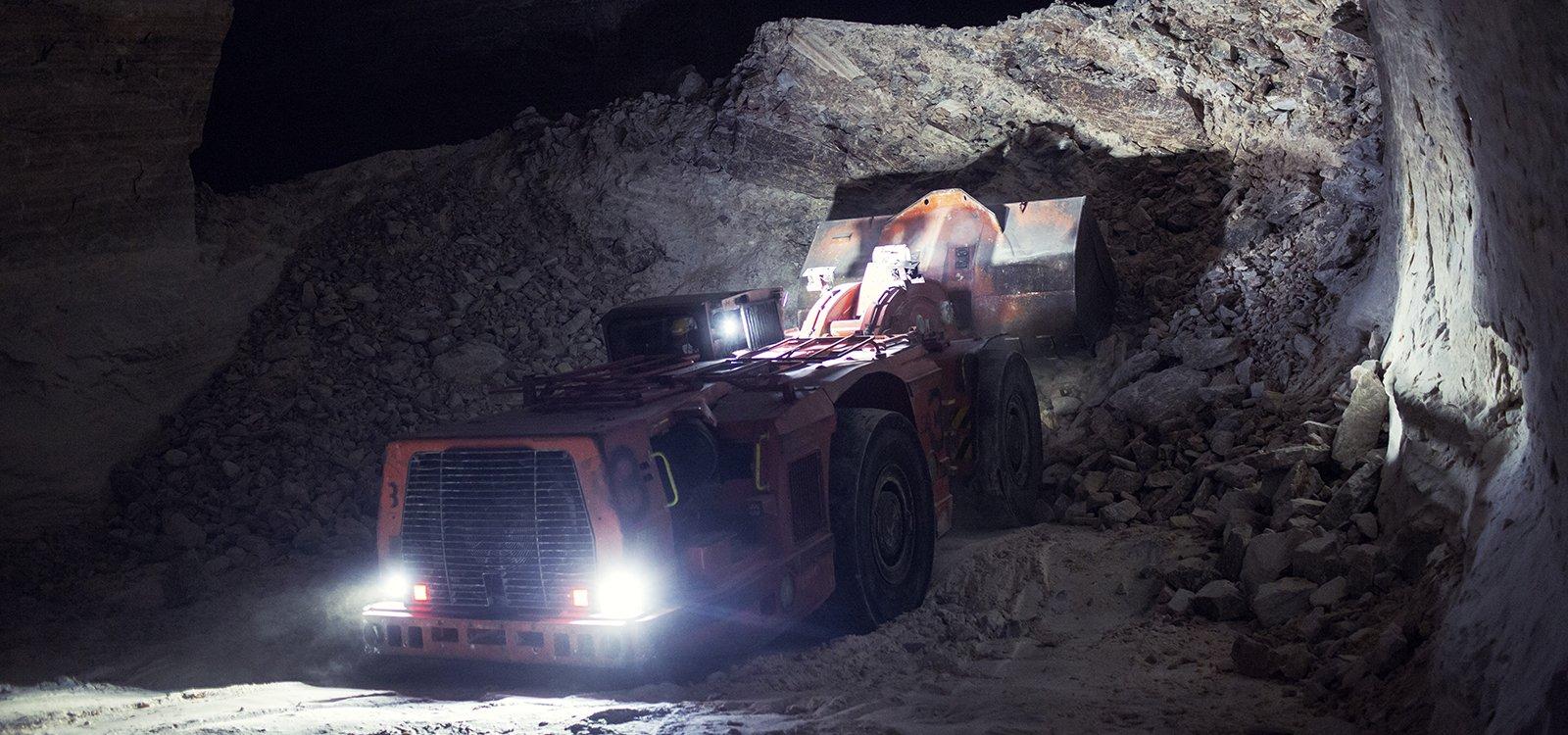 Além de mineradores contínuos da Sandvik e caminhões, a Zielitz também conta com uma frota de sete carregadeiras Sandvik LH621.