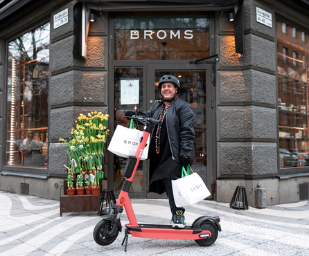 Voi supports the restaurant industry: offering e-scooters for increased home delivery demand
