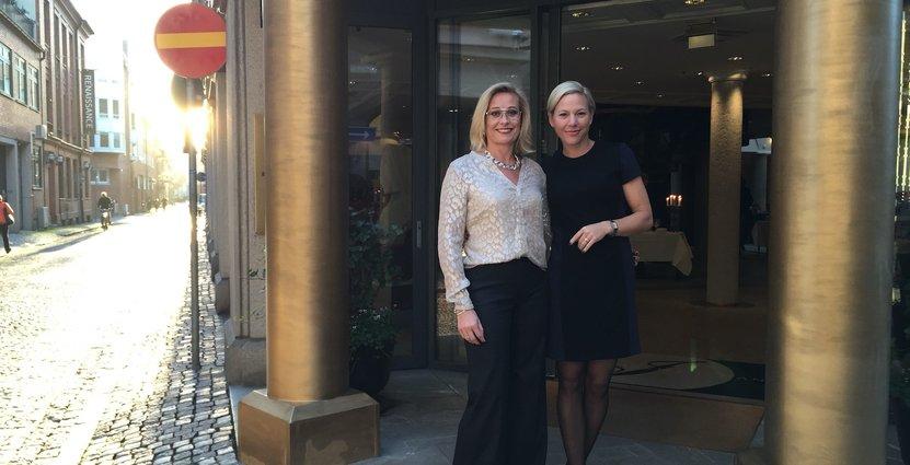 Nina Ulvinen och tidigare hotelldirektör Ulrika Andersson, då Hotel Mäster Johan firade 25 år i oktober.