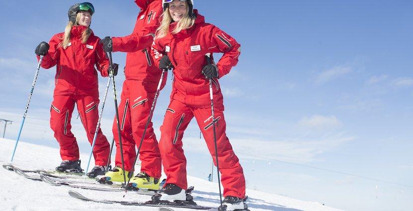 Av flera anledningar är det svårare för skidanläggningarna att hitta personal i år.
