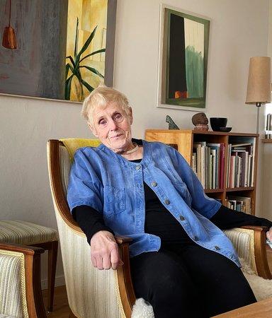 Vid 90 tog Elsie Johansson mod till sig och sjöng ut