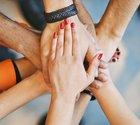 Folk har betydligt lättare att tycka om en kollega som sprider positiv energi