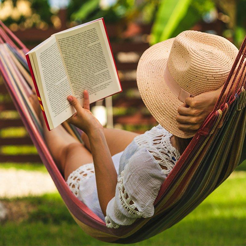 Semesterspänning – 10 nya deckare att plöja i sommar