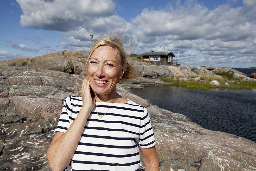 Sophia Jansson på ön Klovharun där Tove Jansson tillbringade många somrar. Foto: Johanna Stenius