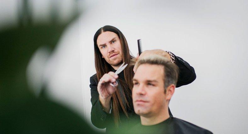 En ny frisyr och lite terapi, tack!
