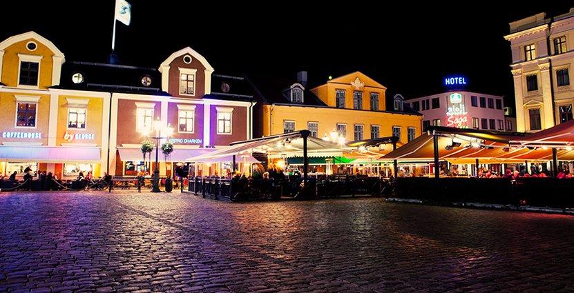 Byggherre och fastighetsägare är Åhmans Centrumförvaltning, men hotellet ska drivas av Bengt Pettersson och Stefan Carneteg.