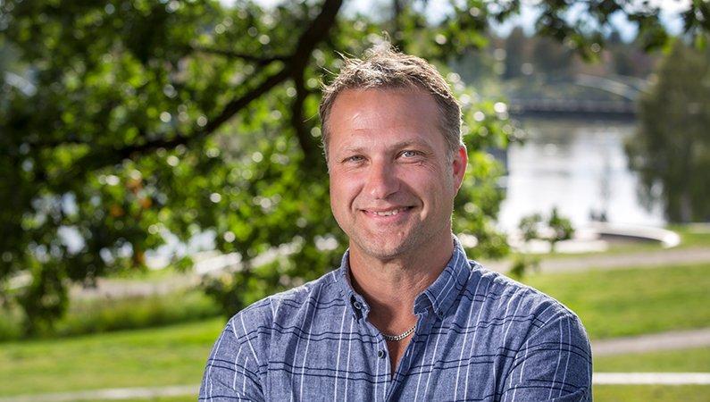 Niclas Lundqvist är platschef på bageriet i Bredbyn.