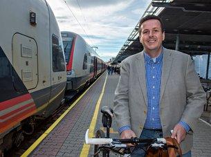 Sparer 5 000 kroner i måneden på å ta toget