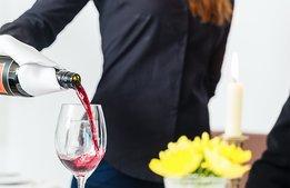Förbudet mot alkoholservering förlängs