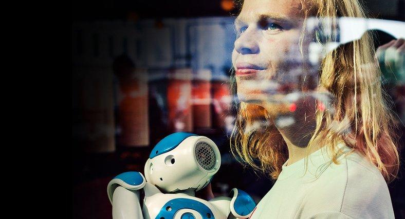Fredrik Löfgren väljer att se positivt på en framtid som delas av människa och robot.