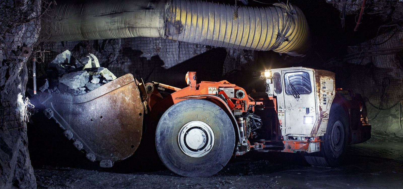<p>A Sandvik LH514 loader equipped with AutoMine enables Lac des Iles to muck between shifts.</p>