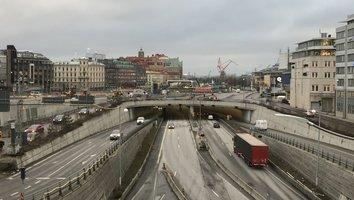 Götatunneln blir dubbelriktad längre än väntat