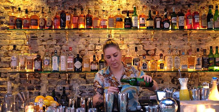 I Sverige kan vi bli bättre på service, tycker New York-baserade<br />  bartendern Madeleine Rapp. Foto: Leyna Chiang