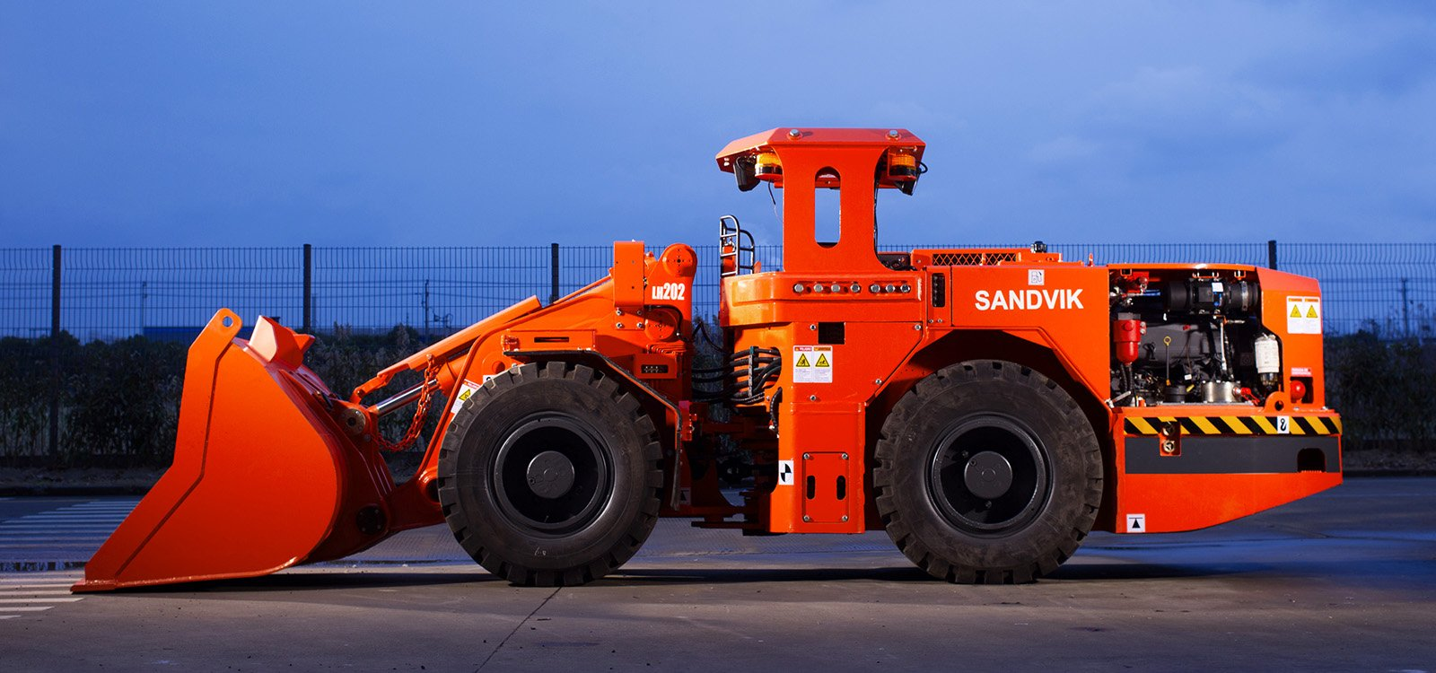 <p>The compact size of Sandvik LH202 can help reduce mine infrastructure costs.</p>