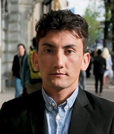 Ali Zardadi - hyllad författare efter 14 månander i Sverige