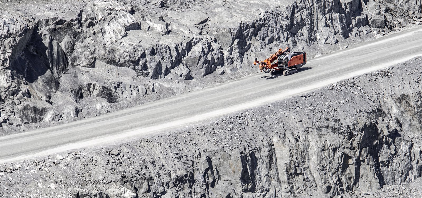 <p>A produtividade e a versatilidade da Leopard DI650i são ideais para aplicações de mineração e construção.</p>