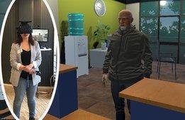 Låter personalen öva på bemötande i VR