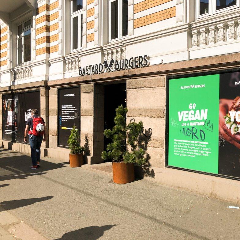 Idag öppnar Bastard Burgers sin första restaurang i Norge