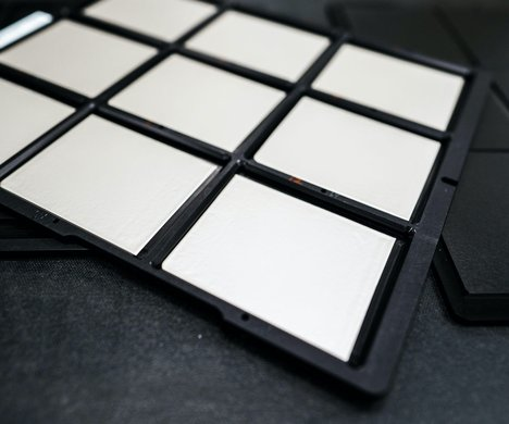 QuantumScape_tray-scaled_Foto_QuantumScape