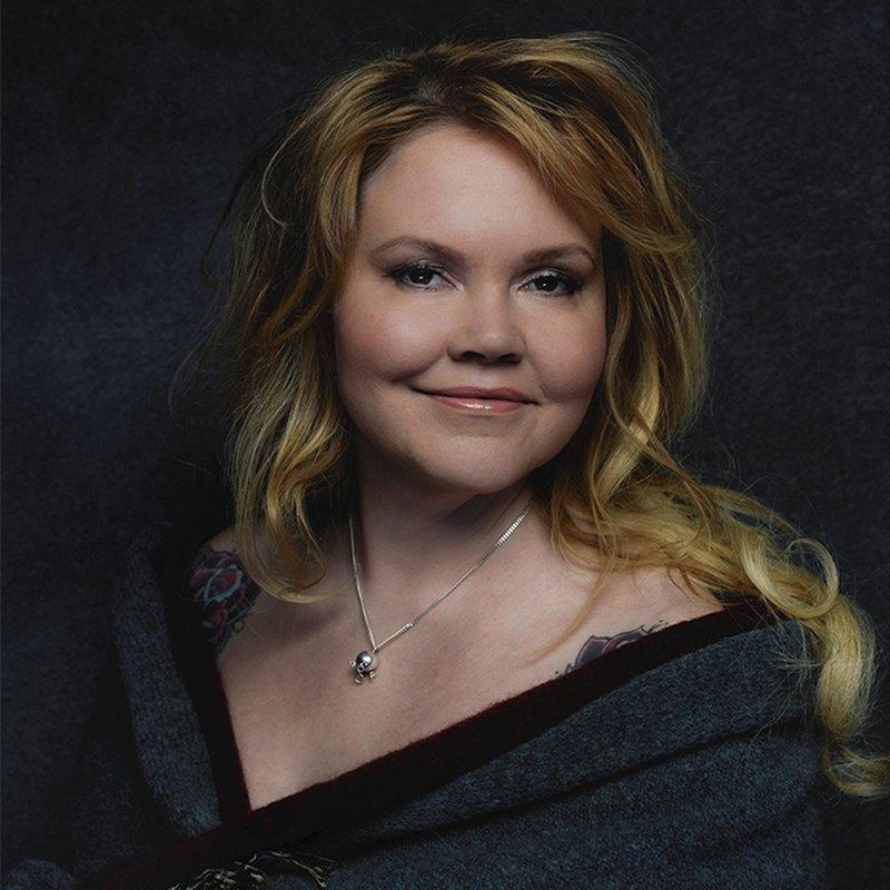 Katja Kettu har skrivit en kärlekshistoria med den finländska emigrationen som fond