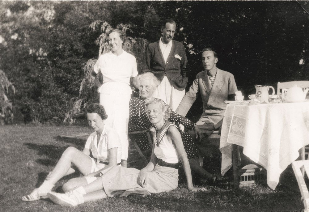 Födelsedagsfirande för Maria (Babi) med sina fem barn, Småryd 1930. Foto: privat