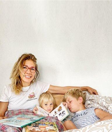 """Journalisten Peppe Öhman: """"Vi läser på svenska, men barnen tänker på engelska"""""""