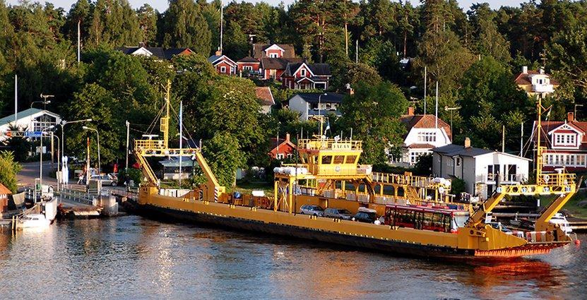 Svensk sommar, i till exempel skärgården, lockar svenskarna att stanna hemma på semestern.