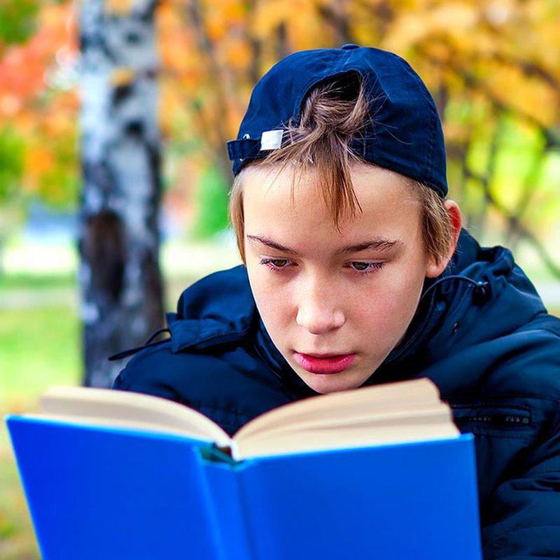 7 böcker som får tonårskillar att läsa