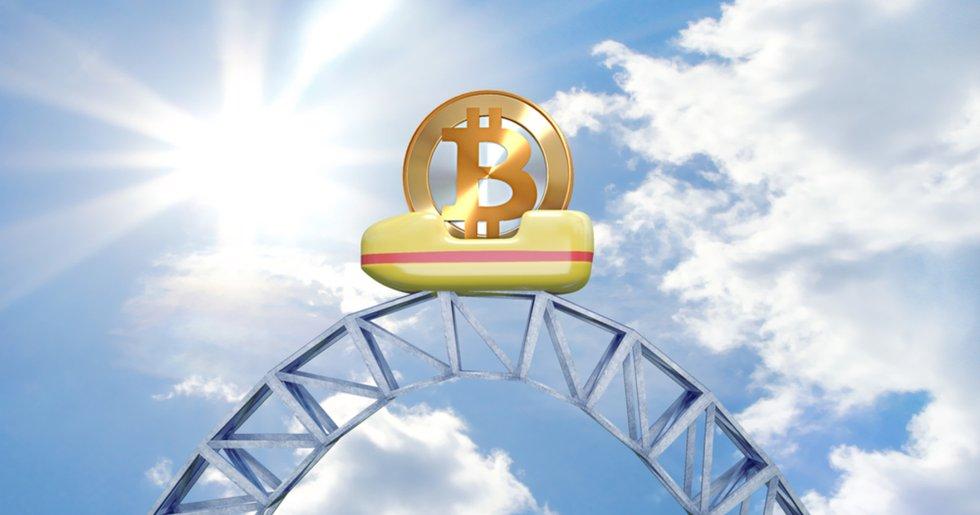Bitcoinpriset når sin högsta nivå sedan i maj – firar med bergochdalbanetur