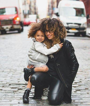 Böckerna som slår hål på myterna om moderskap