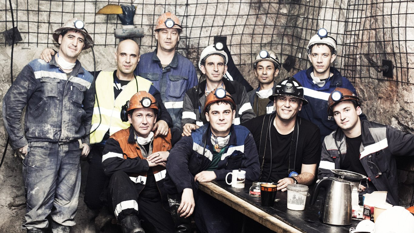 <p>The close-knit team of operators at the site appreciate the safety features of the Sandvik equipment.</p>