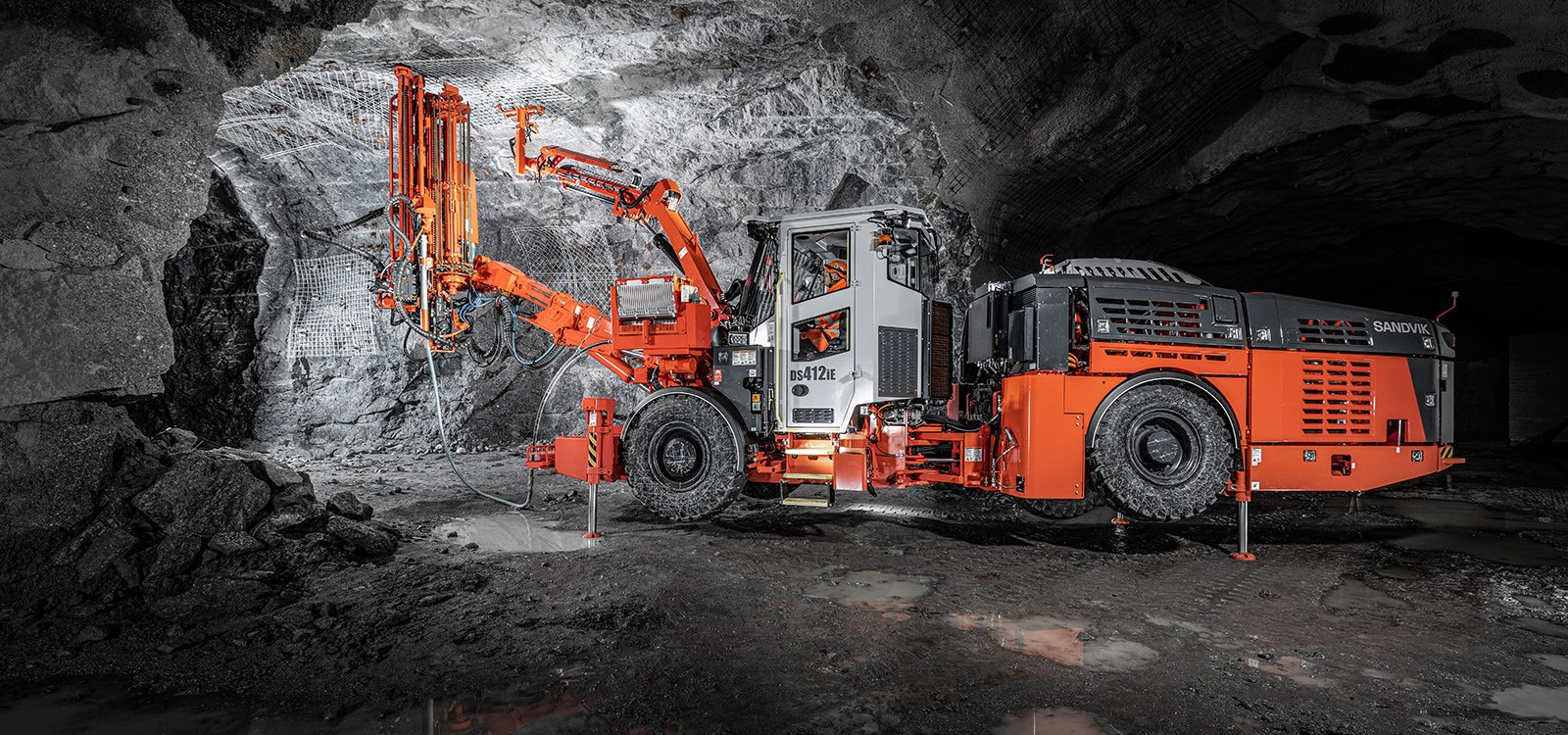 With upgraded drill control and many other improvements, Sandvik DS412iE supplies customers with more productive rock reinforcement drilling along with