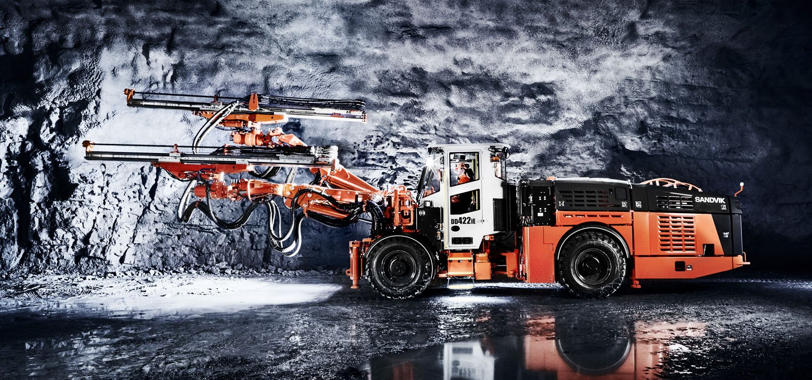 Downhill tramming does not consume power; rather it tops up the battery of the Sandvik DD4422iE