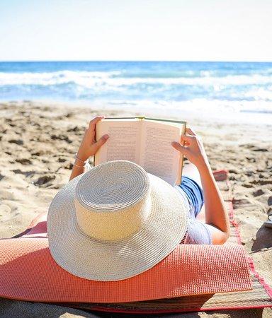 Spänning på stranden! 13 nya deckare att läsa i sommar