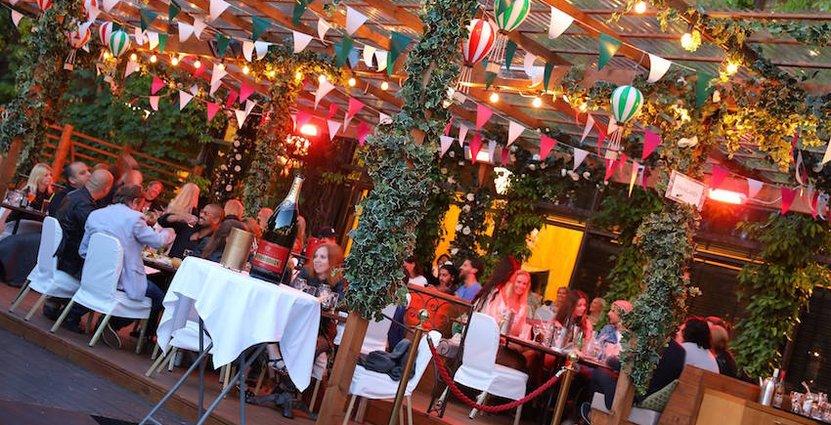 En ny utomhusrestaurang och lounge har tillkommit, döpt till La Terasse. Den är utrustad med loungegrupper, himmelsängar och solsängar.