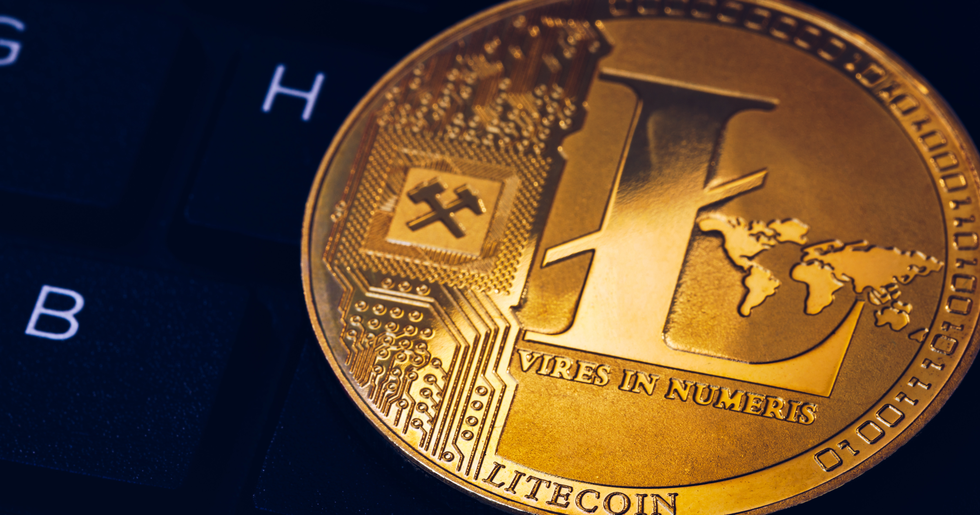 Biggest cryptocurrencies show green numbers – litecoin increases the most.