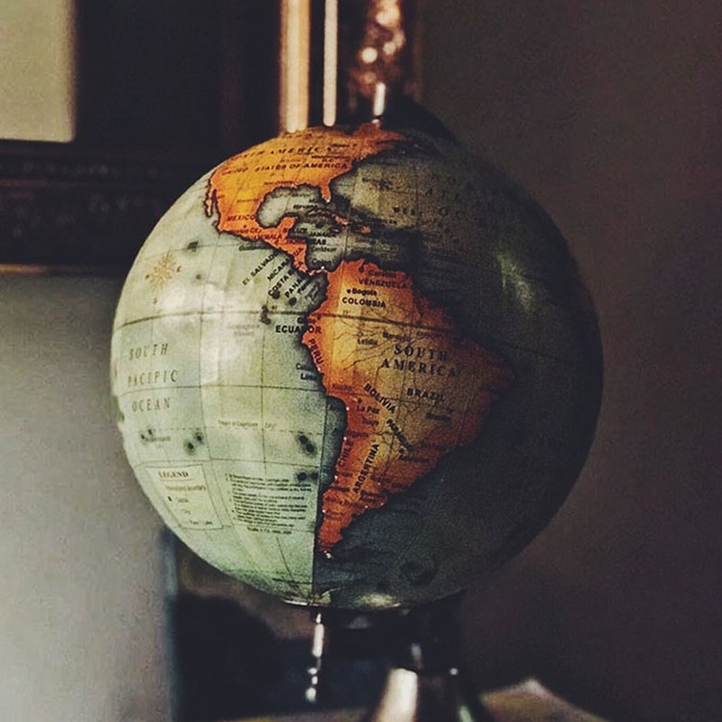 Res utan att lämna hemmet – läsningen som tar dig till andra länder