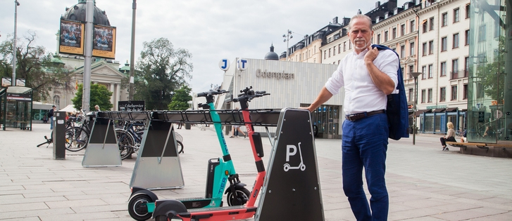 100 new e-scooter parking racks will contribute to solving clutter in Stockholm