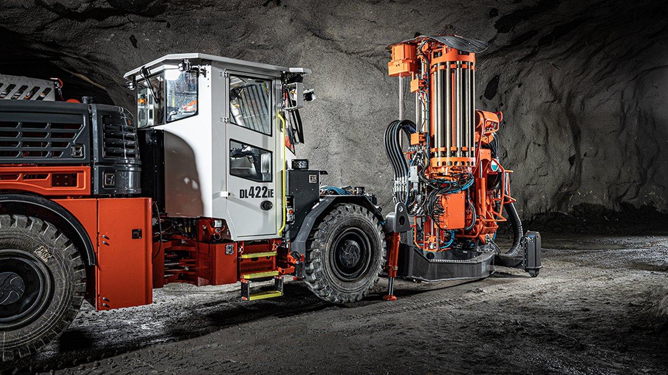 <p>Sandvik DL422iE</p> <ul> <li>Rock drill: Sandvik HF1560ST, 33 kW</li> <li>Hole diameter: 89–127 mm</li> <li>Hole length: max 54 m</li> <li>Electric engine power: 160 kW</li> <li>Battery type and capacity: 100 kWh, sodium nickel chloride (SoNick) technology</li> </ul>