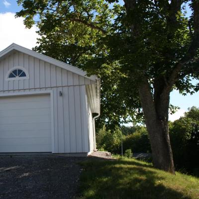 Garage med rejäl lockpanel