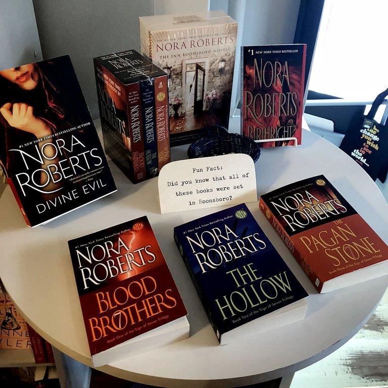Flera av Nora Roberts egna böcker utspelar sig i hennes hemstad Boonsboro.