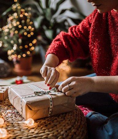 12 julklappsböcker att ge bort (eller önska sig själv)