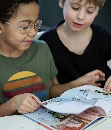 5 böcker som visar pirriga barn hur det går till i skolan