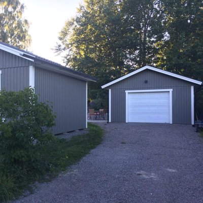 Garage- och förrådsbyggnad