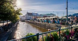 Regeringen minskar pengarna till reklam för Sverige