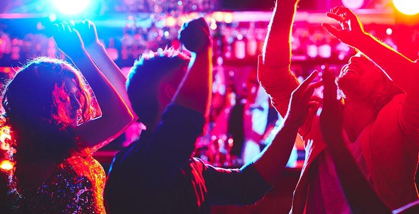 Utredningen föreslår att nattklubbar fortsatt ska omges av tillstånd,<br />  men att restauranger med dans inte ska det. Foto: Colourbox