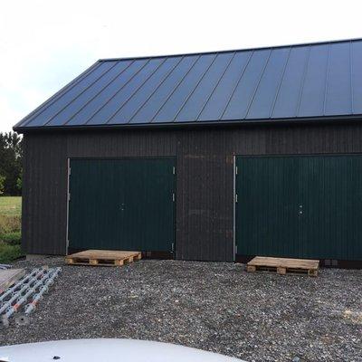Garage i ladhusstil