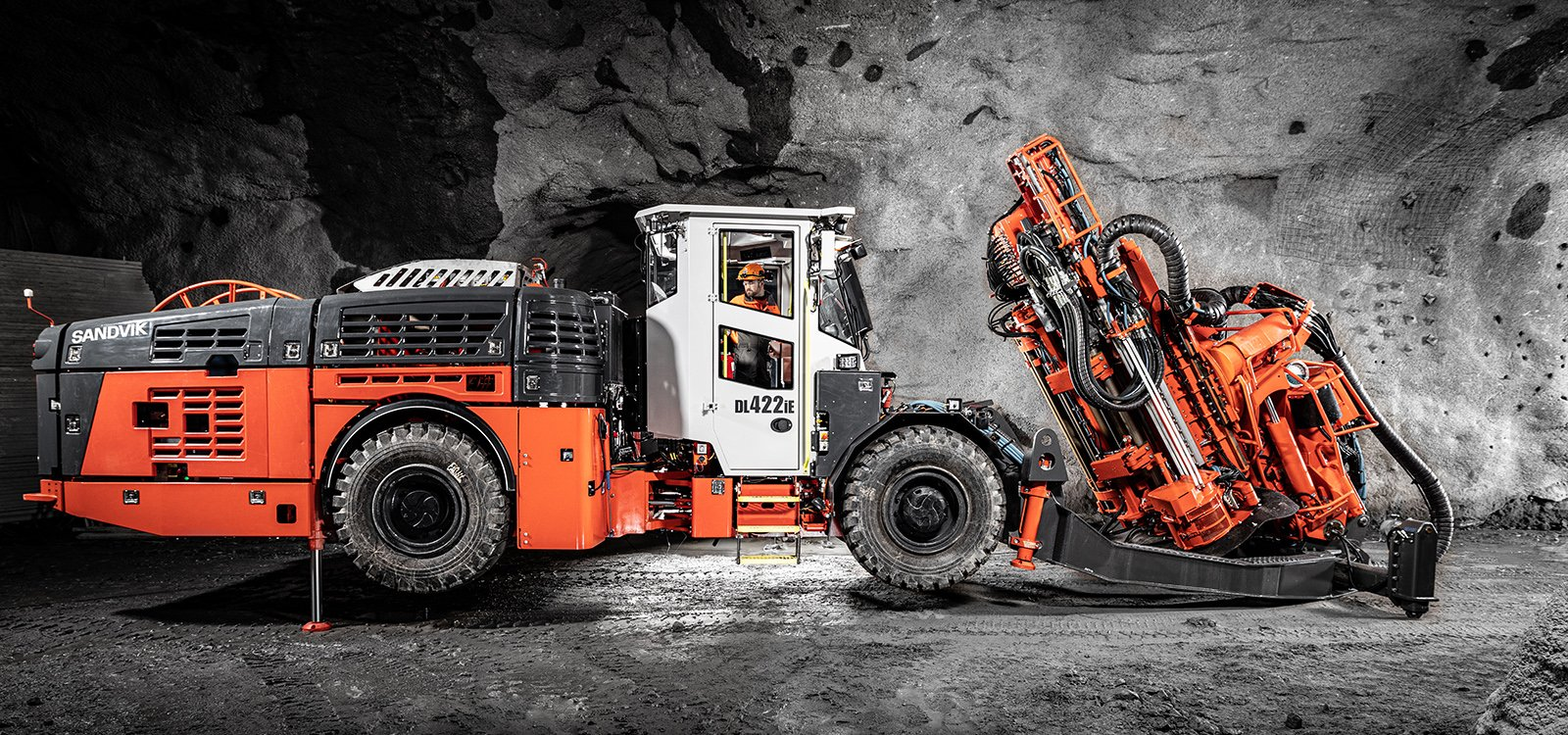 Providing a strong and evolving automation package, Sandvik DL422iE delivers efficient, emissionless production drilling.