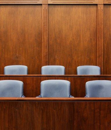 6 spännande romaner med rättegången som fond
